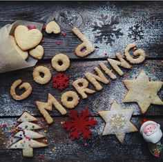 Good morning my Christmas loveHave a good dayI love you so much!was it a pyramid of gifts behind you ?♩ Can not sleep and so staring at your picture❤