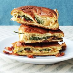 -Spinach-Bacon Grilled Cheese-For this, add crumbled cooked bacon, baby spinach, and American cheese slices. Mini Grilled Cheeses, Grilled Cheese Recipes, Cheese Appetizers, Sandwich Recipes, Healthy To Go Meals, Healthy Food, Savory Donuts Recipe, Good Food, Yummy Food