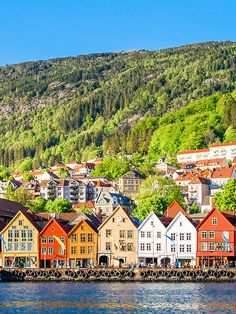 Bryggen – the row of coloured, tall townhouses that sit by Bergen's Vagen harbour – is a Unesco heritage site. Explore what you can o in Norway and booj your trip: http://ba.uk/EqVyjw © Zarnell/Getty Images