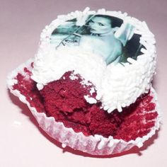 #cake#moss  #nothing #tastes #as #good #as #skinny #feels #happybirthday #katemoss #cupcake #redvelvet #red #big #40 #forty #supermodel #model #icon #fashion