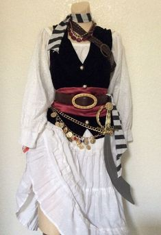 Adult Pirate Halloween Costume - Deluxe Pirate Costume - Women's Small - Woman Diy Hacks costumes pirate Adult Pirate Halloween Costume - Deluxe Piratenkostüm - Damen Small - Woman Diy Hacks - New Ideas Female Pirate Costume, Pirate Halloween Costumes, Diy Costumes, Costumes For Women, Diy Pirate Costume For Women, Pirate Fairy Costume, Pirate Halloween Decorations, Pirate Cosplay, Halloween Kostüm