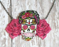 Frida Kahlo necklace day of dead sugar skull and rose charms Shrink Art, Mexican Jewelry, Diy Jewelry, Unique Jewelry, Shrinky Dinks, Skull Necklace, Craft Night, Jewel Box, Day Of The Dead