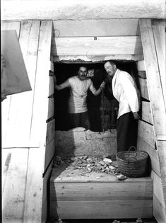Archaeologist Howard Carter uncovered the spectacular untouched tomb of the Egyptian boy-king in Ancient Egypt History, Ancient Egyptian Art, Ancient Aliens, Egyptian Things, Egyptian Mythology, Avan Jogia, The Boy King, King Tut Tomb, Photo Restoration
