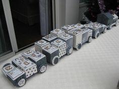 Bonjour, Je vous montre aujourd'hui un petit train en cartonnage sous forme de calendrier de l'avent. Je l'avais commencé l'an dernier mais je ne pensais pas qu'il était aussi long à faire : une locomotive et 4 wagons avec chacun 6 compartiments. Tout...