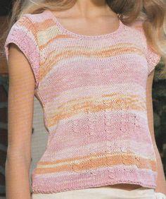 Un grazioso maglioncino a maniche corta dallo scollo ampio e bordino morbido in vita da realizzare ai ferri in cotone rosa mèlange.