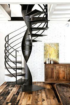 Escalier en colimaçon en métal avec un beau design