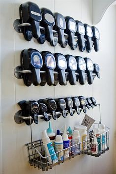 Hobby kamer idee n on pinterest craft rooms washi tape for Craft punch storage ideas