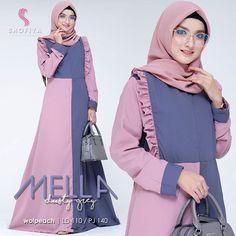 by Hijab Iranian Women Fashion, Womens Fashion, Hijab Fashion, Fashion Beauty, Long Dress Patterns, Niqab, Kebaya, Muslim, Designer Dresses