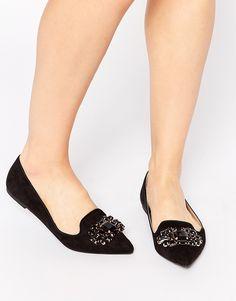 Με μυτερή ή στρογγυλή μύτη τα νέα party shoes πετάνε σε χαμηλό υψόμετρο  ανεβάζοντας τις δόσεις 9720d4d5d49