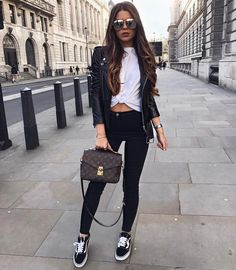 Love the style. Stylish Outfits, Fall Outfits, Cute Outfits, Look Fashion, Fashion Outfits, Womens Fashion, Elegance Fashion, Elegance Style, Pochette Louis Vuitton