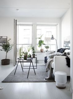 Tired of the layout and decoration of your living room, a bit old-fashioned and lacking in character? Living Room Scandinavian, Scandi Home, Living Room Sets, Home Living Room, Living Spaces, Dream Home Design, Home Interior Design, House Design, Piece A Vivre