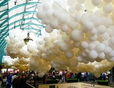 """London, Covent Garden  100,000 white balloons for the """"Heartbeat"""" installation by French artist Charles Pétillion in Covent Garden ... (photo : Krisha Baduge)  Dreamy London … is Calling !"""