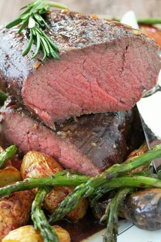 Slow Roasted Beef Tenderloin - with red wine pan sauce - Foodtastic Mom Slow Roasted Beef Tenderloin, Beef Tenderloin Recipes, Roast Beef, Beef Ribs, Beef Steak, Healthy Crockpot Recipes, Beef Recipes, Xmas Recipes, Beef Meals