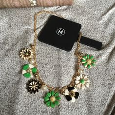 NEW KATE SPADE LOOK FLORAL GOLD STATEMENT NECKLACE Kate Spade look floral statement gold necklace.IF YOU INTEND TO BUY PLEASE ASK ME TO MAKE YOU A SEPARATE LISTING NO TRADES ❌QUESTIONS FROM NON SERIOUS BUYERS DO NOT BUNDLE UNLESS YOU INTEND TO BUY ✂️DO NOT LOWBALL ⛔️NO PRICE COMMENTS ⁉️PRICE IS FIRM AND REFLECTED ON FEES AND COST Boutique Jewelry Necklaces