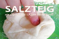 Salt dough is great fun for children: kneading, drying, painting is ideal for crafting with small children. Great gift ideas with salt dough recipe by ilkakreuzer Homemade Christmas Presents, Christmas Crafts, Christmas Tree, Diy For Kids, Crafts For Kids, 4 Kids, Children, Presents For Friends, Salt Dough