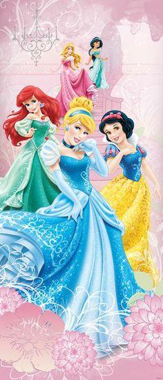 Disney Prinses Afmeting: 91 cm breed x 211 cm hoog Materiaal: vlies behang Lijm: wordt meegeleverd Delen: 1 stuks