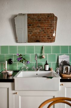 Beautiful backsplash mirror over the kitchen sink.