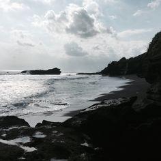 ➖ BALI IMPRESSIONS ➖  #bali #tanahlot #beautiful #secret #beach #black #sand #nopeople #enjoying #summer