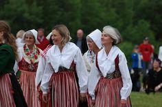 Midsummer Dalarna Sweden, via Flickr.  tällberg