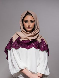 Scarf with fuchsia pink embroidery - Haute Elan