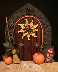 :: Crafty :: Clay ☾☾ Halloween ☾☾ Polymer Clay Harvest Fairy Door by missfinearts Polymer Clay Fairy, Sculpey Clay, Polymer Clay Projects, Polymer Clay Creations, Polymer Clay Halloween, Fairy Garden Doors, Fairy Doors, Fairy Gardens, Fairies Garden