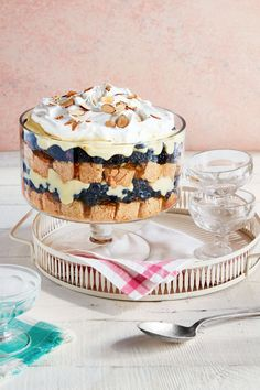 Trust us: You'll be using these easy trifle recipes throughout the holiday season. It's one of the creamiest Christmas desserts there is. Find a new favorite trifle idea right here, from no bake recipes to holiday ones. Trifle Dish, Trifle Desserts, Trifle Recipe, Dessert Recipes, Chef Recipes, Dinner Recipes, Dessert Ideas, Brownie Trifle, Party Recipes