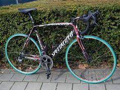 Tom Boonen's bike - S-Works Roubaix SL2. Great for riding on cobbles. Nice rims :)