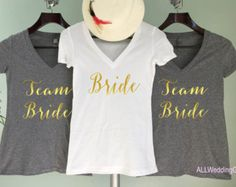 Braut Shirt Bridesmaid T-Shirts Wifey Shirt Gold von GNARLYGRAIL
