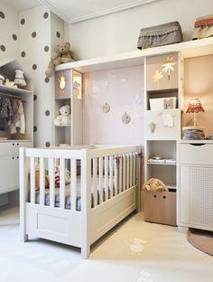 Dormitorio infantil lleno de detalles creado por Montse Cot y Eulalia Vayreda para Casa Decor Barcelona 2012.