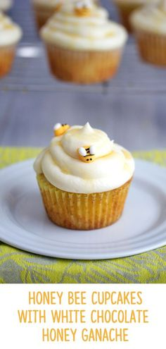 These Honey Bee Cupcakes with White Chocolate Honey Ganache will be the buzz of any warm weather celebration! Honey Cupcakes, Bee Cupcakes, Easter Cupcakes, Cupcake Cakes, White Cupcakes, White Chocolate Cupcakes, Easter Desserts, Baby Cakes, Easter Recipes