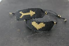 tpys cat and The Most Beautiful Pictures at Pinteres It is one of the best quality pictures that can be presented with this vivid and remarkable picture tpys story . The picture called Minimal braided heart bracelet Macrame Bracelet Diy, Macrame Earrings, Macrame Jewelry, Macrame Bracelets, Gifts For Your Girlfriend, Gifts For Her, Micro Macramé, Handmade Accessories, Men's Accessories