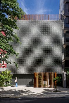 Anibal Office Building: This office block in Rio de Janeiro features a triple-layered facade Metal Facade, Metal Buildings, Metal Cladding, Metal Screen, Office Buildings, Building Exterior, Building Facade, Building Design, Design Exterior