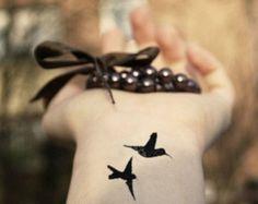 7 PC fijadas poco traga aves tatuaje temporal muñeca madera ninfa tatuaje cuerpo pegatina tatuaje falso ave voladora de flybird pequeño colibrí