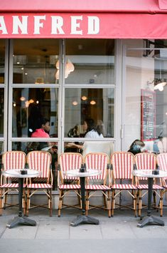 A cafe in Paris | Photography by White Loft Studio