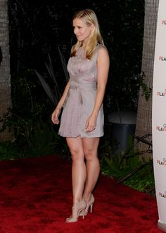 The latest tips and news on kristen bell legs are on Best Celebrity Legs in High Heels. On Best Celebrity Legs in High Heels you will find everything you need on kristen bell legs. Perfect Legs, Great Legs, Nice Legs, Beautiful Legs, Beautiful Celebrities, Beautiful Actresses, Sexy Legs And Heels, Kristen Bell, Sexy Dresses