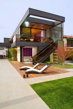 Diseño de Interiores & Arquitectura: Moderna Casa de dos pisos con piscina en Los Ángeles con un ambiente alegre