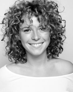 "Jessie Buckley — RADA -- featured actor in ""Chernobyl"" and ""War and Peace,"" not to mention the tele version of ""The Woman in White"" Curly Hair Dos, Curly Hair Fringe, Curly Hair With Bangs, Curly Hair Styles, Thin Hair, Short Curly Haircuts, Permed Hairstyles, Fine Hairstyles, Latest Hairstyles"