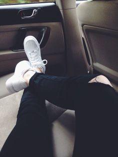 Secrets Of Sneaker Shopping – Sneakers UK Store Fake Instagram, Instagram Story Ideas, Tumblr Photography, Photography Poses, Girl Photo Poses, Girl Photos, Nike Air Force 1, Fotos Goals, Cute Girl Face
