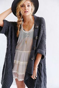 OAK Cable-Knit Cardigan and that haaaaaaat Style Outfits, Cute Outfits, Fashion Outfits, Sweater Outfits, Colorful Outfits, Boho Fashion, Fashion Beauty, Ellie Saab, Into The Fire