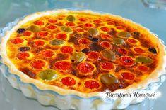 Tarta sarata cu rosii si masline este un preparat aromat si usor care se prepara intr-un timp foarte scurt din putine ingrediente. Acesta tarta este inspirata de tarta quiche de origine franceza doar ca este mai usoara caloric. Spun asta pentru ca in umplutura, in loc de smantana avem lapte care este mai putin gras. Pepperoni, Quiche, Pizza, Recipes, Food, Pie, Essen, Quiches, Eten