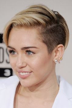 #short-haircuts 30 Edgy Short Hairstyles for Women – Be Classy And Fabulous #trendhair #bob #sexy#30 #Edgy #Short #Hairstyles #for #Women #– #Be #Classy #And #Fabulous