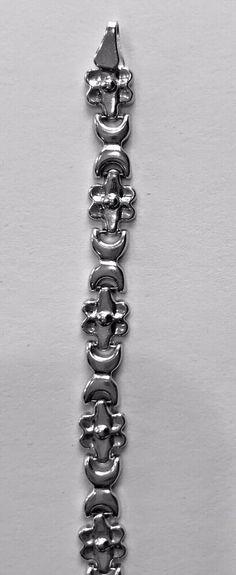 all shiny floral/crescent link bracelet with claw lock. 10k Gold Bracelet, Solid Gold, White Gold, Gold Rope Chains, Gold Box, Gold Hoops, Men Necklace, Bracelet Designs, Link Bracelets