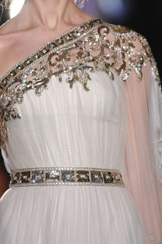 Modern Goddess - Zuhair Murad greek goddess glamour white and gold gown Couture Details, Fashion Details, Glamour, Vestido Dress, Greek Fashion, Greek Inspired Fashion, Beautiful Gowns, Gorgeous Dress, Dream Dress