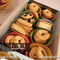 Fancy Butter Cookies, In a medium bowl put the flour, cornstarch, salt and baking powder. Stir with a fork or a hand whisk. Arabic Sweets, Arabic Food, Raisin Cookies, Chocolate Chip Cookies, Middle Eastern Recipes, Peanut Butter Cookies, Saveur, Dessert Recipes, Desserts