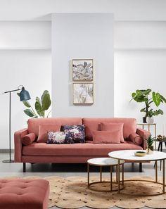 Deze 2-zits sofa Debra is dankzij het ontwerp, textuur en kleur een zeer stijlvol artikel. Een in het roze fluwelen bank gestoffeerd en met zichtbare stiksels, speciaal bedacht voor moderne woonkamers zoals die van jou. #bank #couch #sofa #fluweel #velvet #velours #woonkamer #zithoek #living #interieurinspiratie #interiorinspiration Home Decor Bedroom, Kave Home, Decor, Interior Design, Pretty Furniture, Cheap Home Decor, Home Furniture, Home Decor, Dream Living Rooms
