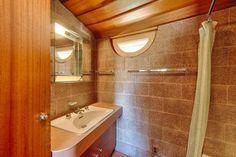 Master Bathroom - David Wright House / 5212 East Exeter Boulevard, Phoenix, AZ / 1950-1952 / Usonian / Frank Lloyd Wright