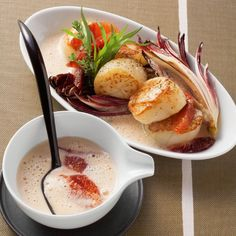 Blood orange sauce with fried scallops It could not be more seductive – Scallops and orange for the romantic evening The post Blood orange sauce with fried scallops appeared first on Woman Casual - Food and drink Fried Fish Recipes, Easy Fish Recipes, Fruit Recipes, Shrimp Recipes, Sauce Recipes, Asian Recipes, Delicious Recipes, Chicken Recipes, Beef Wellington Recipe