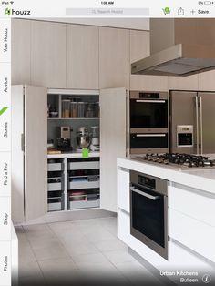 Keukenmachines verstoppen. Afsluitbare werkplek.