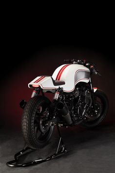 Custom Honda CB750. Maybe a bit to brutal for the plain and simple cafe racer, but I just love those colours.