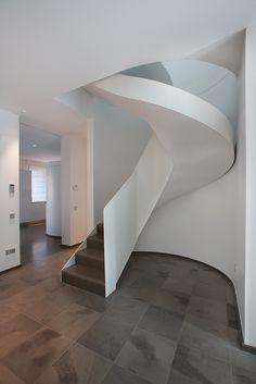 minimalist for the renovation of a villa decò